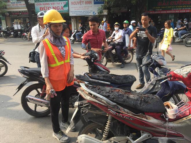 Cháy công trình xây dựng ở Bệnh viện Việt Pháp, hàng chục xe máy hư hỏng 1