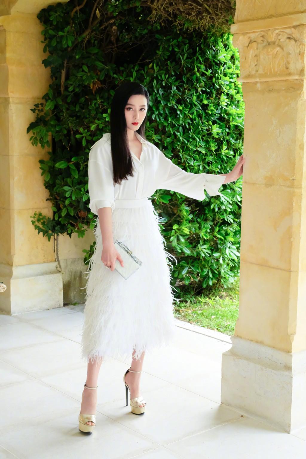 Khoảnh khắc gây sốt: Phạm Băng Băng 'trắng bật tông' so với dàn mỹ nhân quốc tế hạng A tại Cannes 12