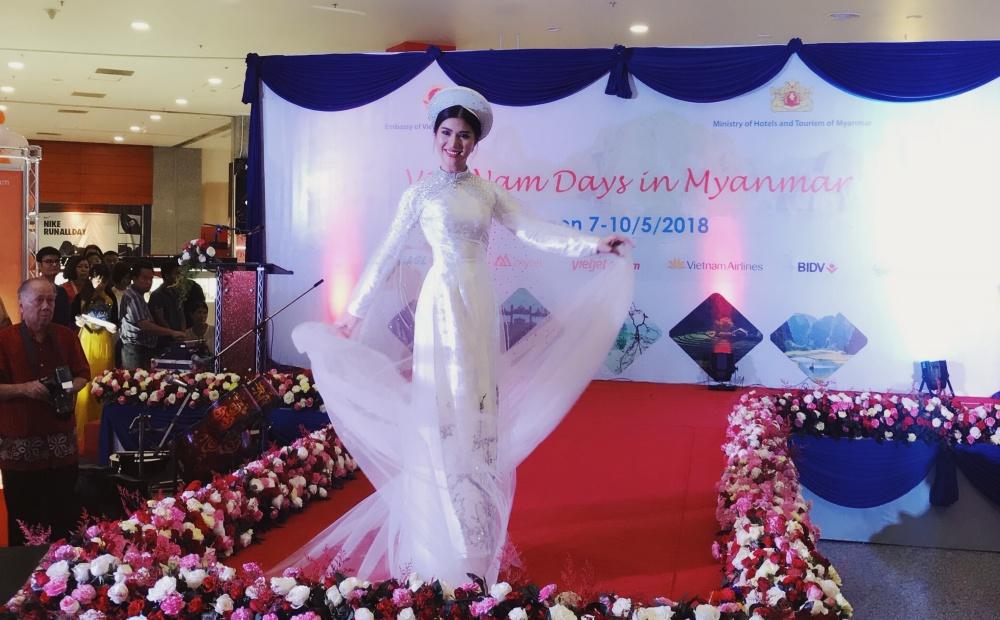 Loan Vương diện áo dài, đội nón lá quảng bá Văn hoá - Du lịch Việt Nam tại Myanmar 3