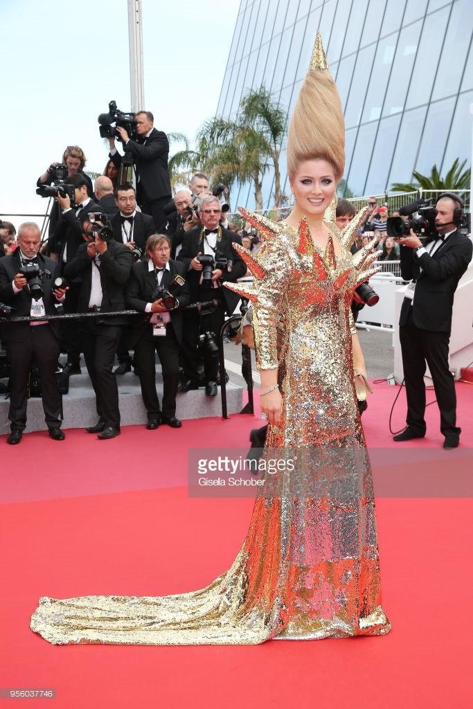 Khi thảm đỏ Cannes trở thành 'cái chợ' của những mỹ nhân Âu - Á không ai biết tên 'bon chen' bằng được 15