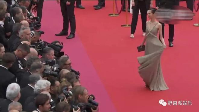 Thảm đỏ Cannes 2018: Mỹ nhân Nhật gây hoang mang với màn tạo dáng 'có 1 không 2' 17