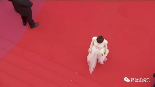 Thảm đỏ Cannes 2018: Mỹ nhân Nhật gây hoang mang với màn tạo dáng 'có 1 không 2' 22