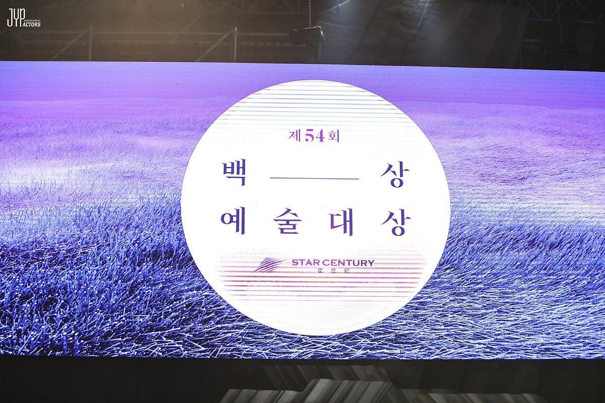 Hình hậu trường nóng hổi của Suzy tại Baeksang: Sải bước ở hầm để xe mà sang như bà hoàng, đẹp hơn cả đi thảm đỏ 1