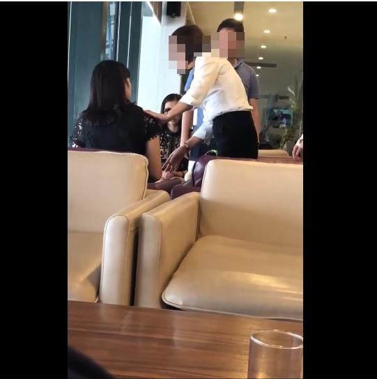 Dẫn nhân tình cùng đi công tác, chồng bị vợ 'tóm sống' ở phòng chờ VIP sân bay 3