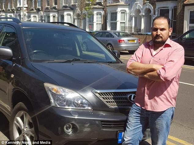 Người đàn ông tức tối vì bị vợ nghi ngoại tình khi thấy có đồ lạ trong xe hơi, cuối cùng phát hiện ra thủ phạm bất ngờ 1