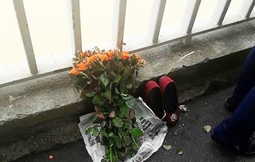 Uẩn khúc cô gái để lại bó hoa hồng, nhảy cầu Thăng Long tự tử 1