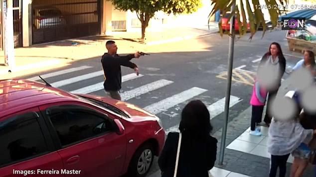Sử dụng súng để trấn lột ở cổng trường học, tên cướp bỏ mạng vì trấn nhầm người 1