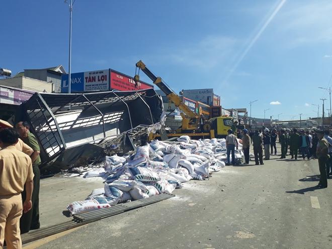 Nhân chứng kể lại phút kinh hoàng xe tải gây tai nạn thảm khốc khiến ít nhất 5 người tử vong 3