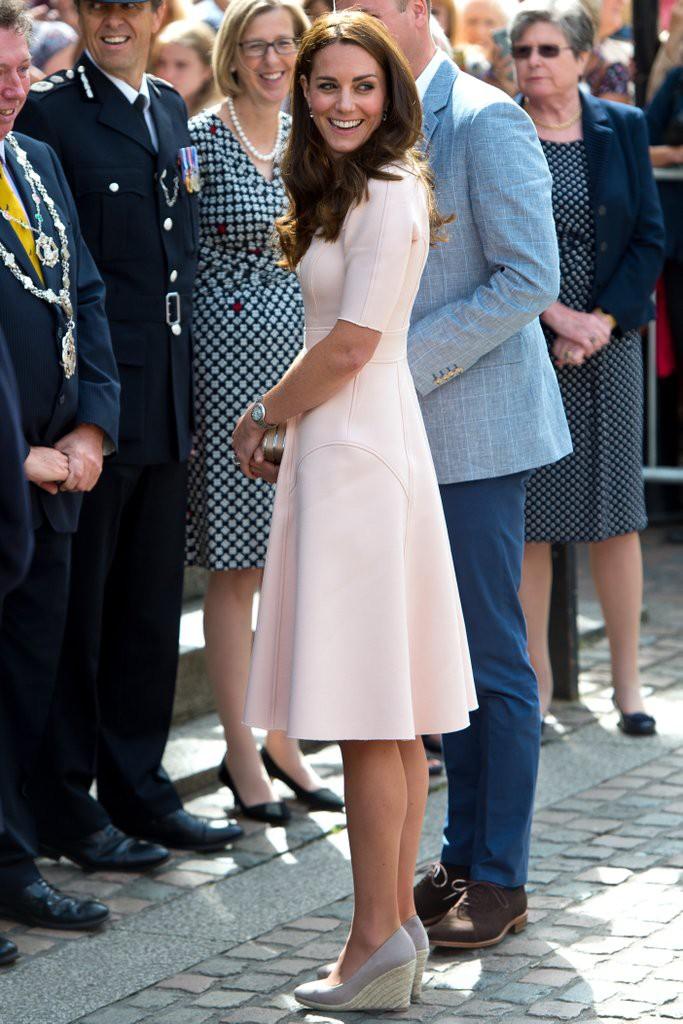Dự đám cưới Hoàng tử Harry và Meghan Markle, dàn khách mời sẽ phải tuân thủ 8 quy tắc ăn mặc này - Ảnh 5.