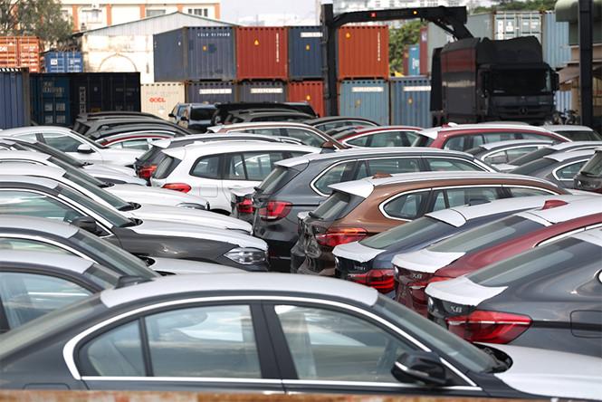 Bí ẩn về chủ của lô hàng 256 ô tô BMW bị