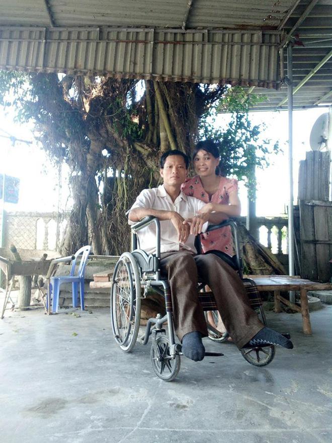 """""""Em sống không tiếc một kiếp người"""": Đám cưới xúc động của cô dâu khuyết tật tay chân và chú rể phải nhờ bạn đi đón dâu hộ 2"""