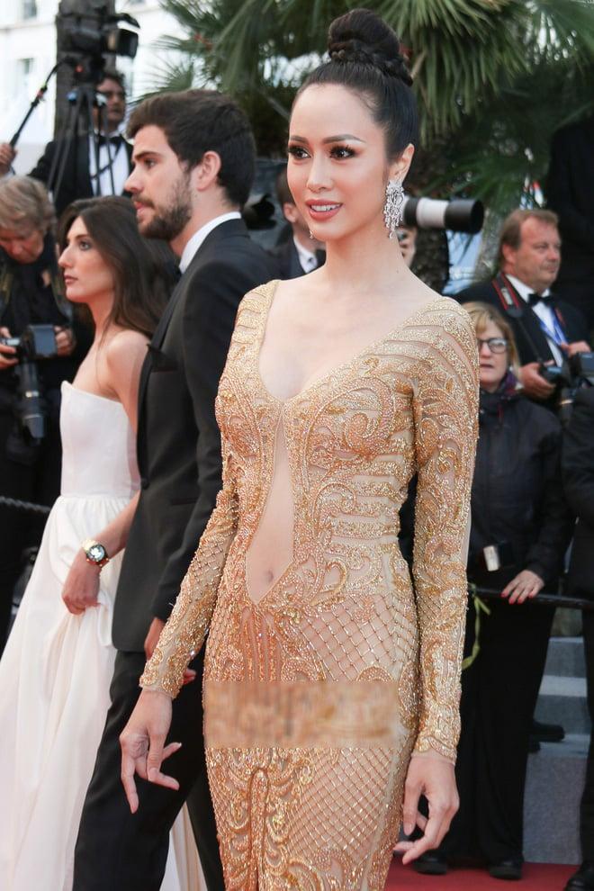 Tiếp tục diện đầm xuyên thấu lên thảm đỏ Cannes, Vũ Ngọc Anh khiến bộ váy như bị 'quá sức' vì không che được những vùng cần che 2