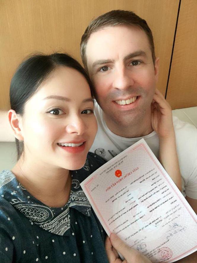 Nữ diễn viên Lan Phương sinh con chỉ sau 1 ngày đăng ký kết hôn 2