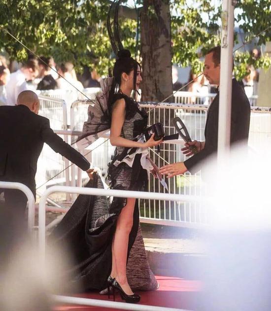Các người đẹp vô danh Hoa ngữ chi bao nhiêu tiền để được đi thảm đỏ Cannes? 4