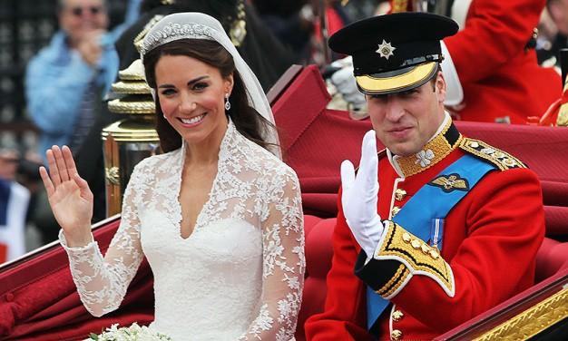 Không thể ngờ đây là món quà cho đám cưới hoàng gia: từ nhẹ nhàng áng thơ đến 'nặng trịch'... 1 tấn than bùn! 1