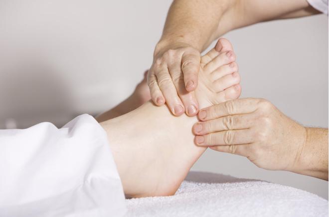 Bàn chân có 5 dấu hiệu này thì đừng chủ quan mà nên đi khám ngay - Ảnh 3.