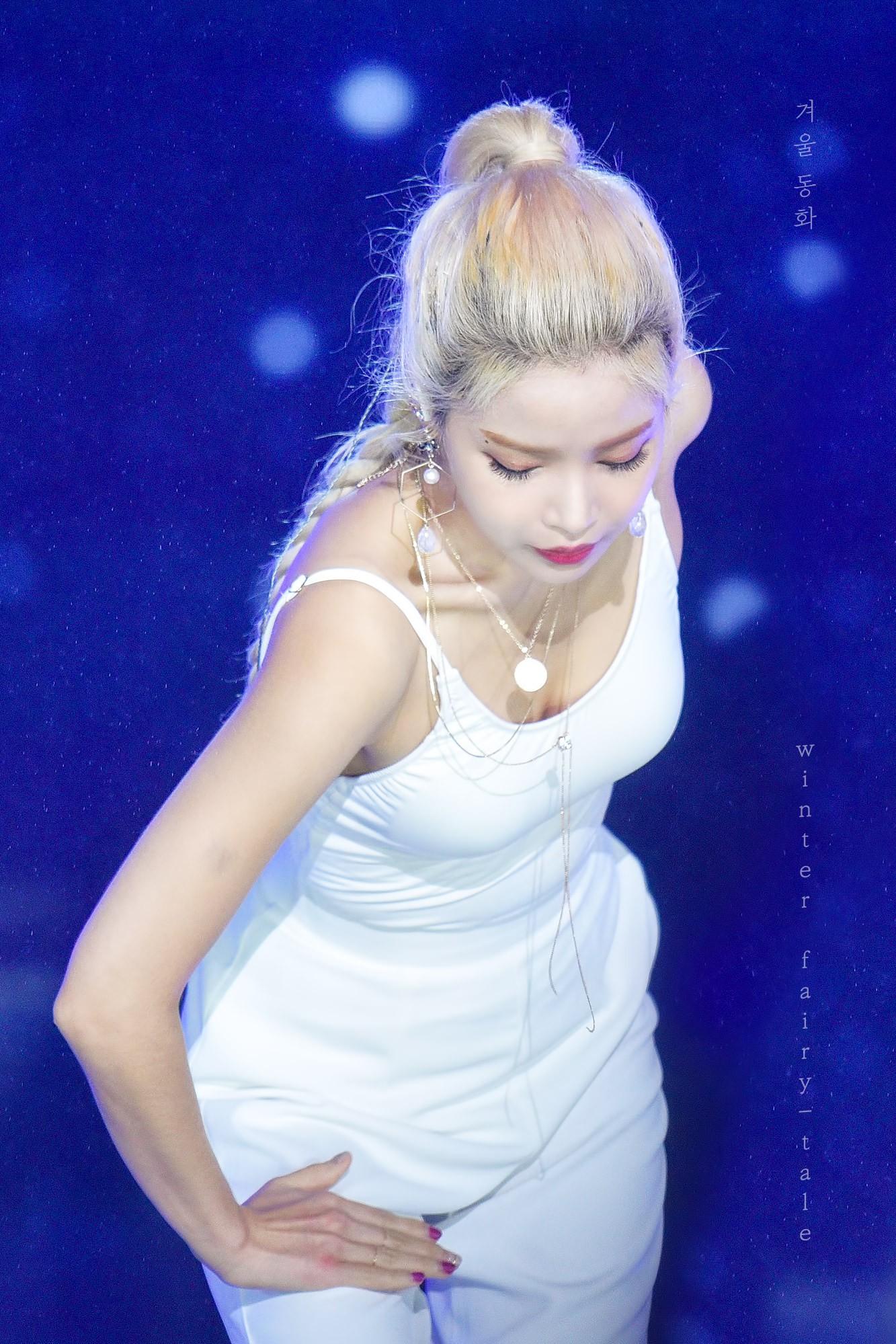 Thần thái đỉnh đã đành, idol nữ này còn gây sốt với body 'như được chạm khắc bởi các thiên thần' 5