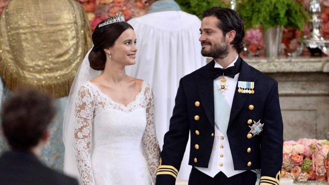 Không thể ngờ đây là món quà cho đám cưới hoàng gia: từ nhẹ nhàng áng thơ đến 'nặng trịch'... 1 tấn than bùn! 5