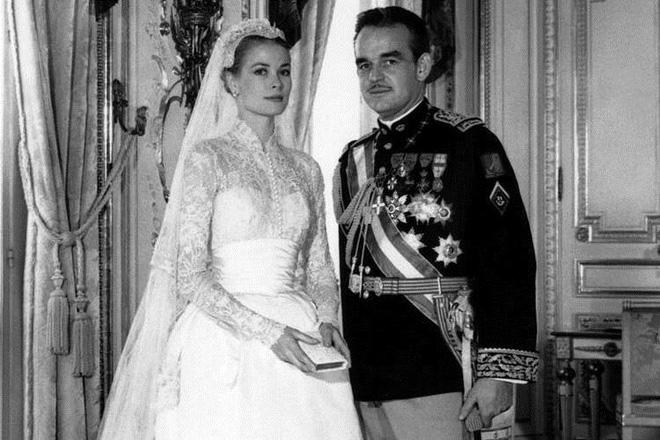 Không thể ngờ đây là món quà cho đám cưới hoàng gia: từ nhẹ nhàng áng thơ đến nặng trịch... 1 tấn than bùn! - Ảnh 6.