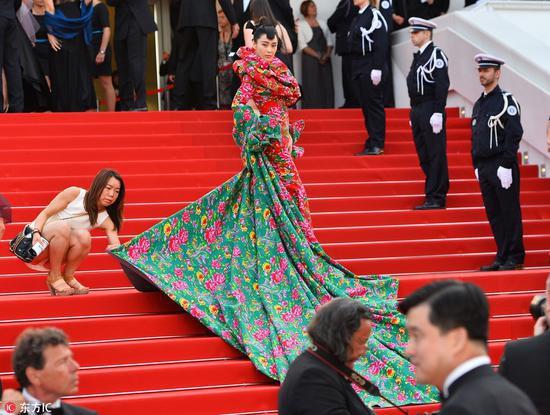 Các người đẹp vô danh Hoa ngữ chi bao nhiêu tiền để được đi thảm đỏ Cannes? 5