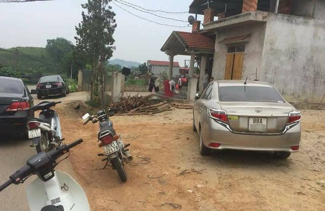 Dân vây bắt hai vợ chồng đi ô tô bán gà giống vì nghi ngờ bắt cóc trẻ em - Ảnh 4.