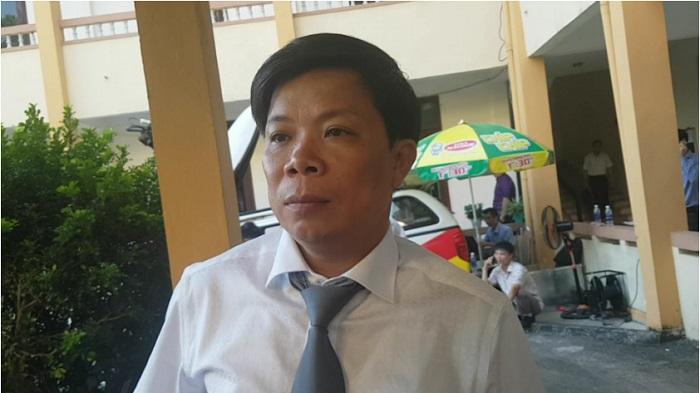 Xét xử bác sĩ Hoàng Công Lương: Chủ tọa và đồng nghiệp 'mời' khỏi phòng, luật sư vẫn... không ra 2