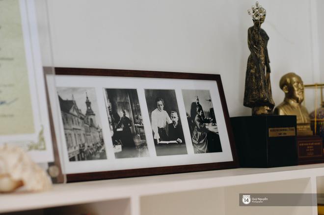 Chuyện về 'ông nội' trong trái tim học sinh Marie Curie: Từng là thầy hiệu trưởng nghèo, chỉ có duy nhất 1 bộ quần áo lành lặn đi dạy 11