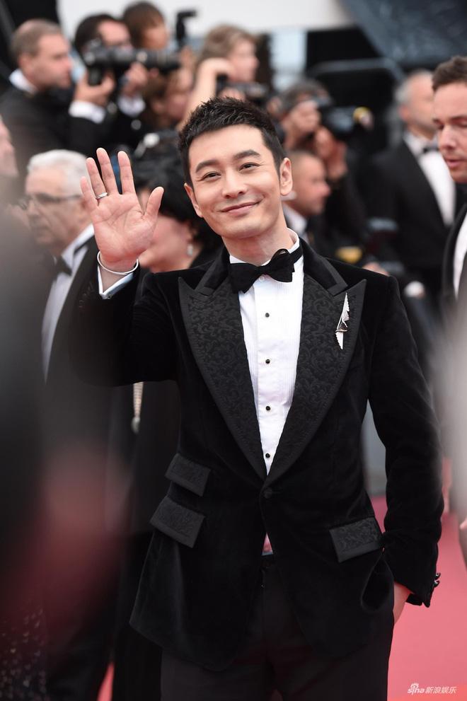 Thảm đỏ LHP Cannes: Huỳnh Hiểu Minh kém sắc, Yoo Ah In bảnh bao xuất hiện cùng dàn siêu mẫu xinh đẹp - Ảnh 2.
