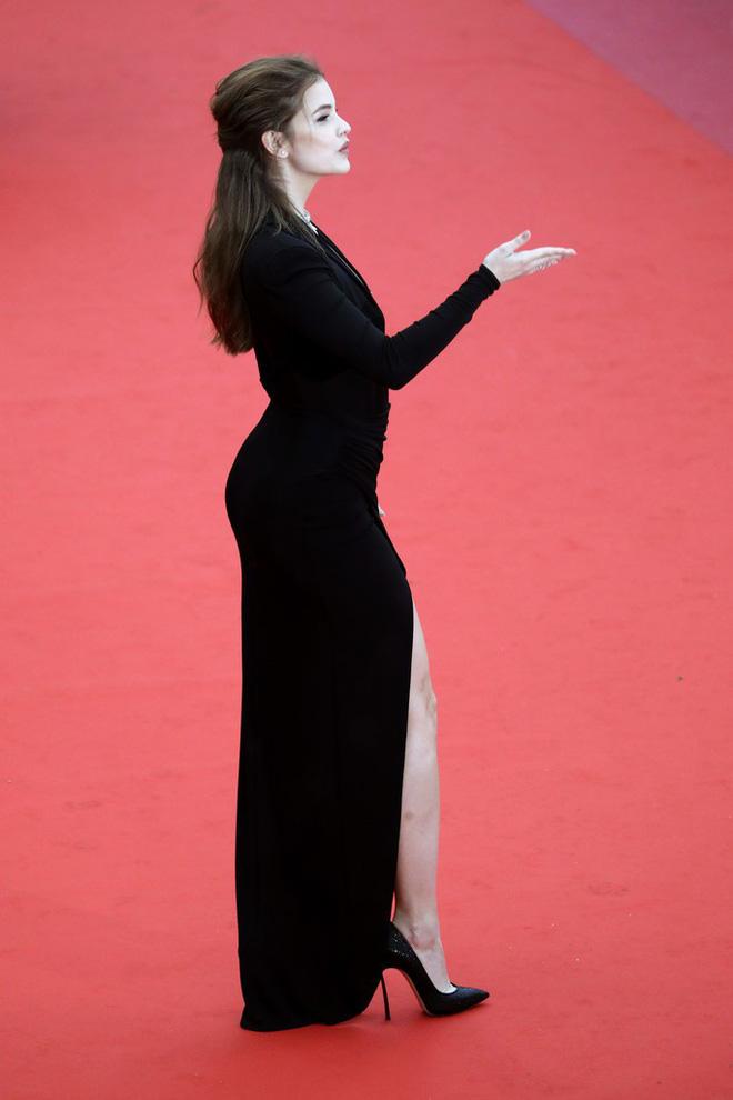 Thảm đỏ LHP Cannes: Huỳnh Hiểu Minh kém sắc, Yoo Ah In bảnh bao xuất hiện cùng dàn siêu mẫu xinh đẹp 13