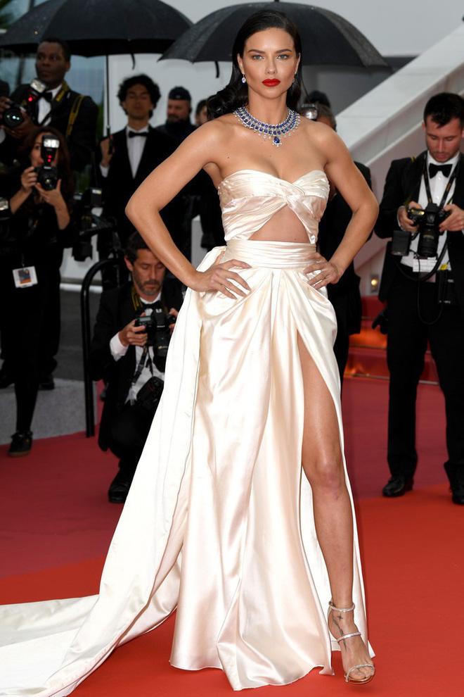 Thảm đỏ LHP Cannes: Huỳnh Hiểu Minh kém sắc, Yoo Ah In bảnh bao xuất hiện cùng dàn siêu mẫu xinh đẹp 17