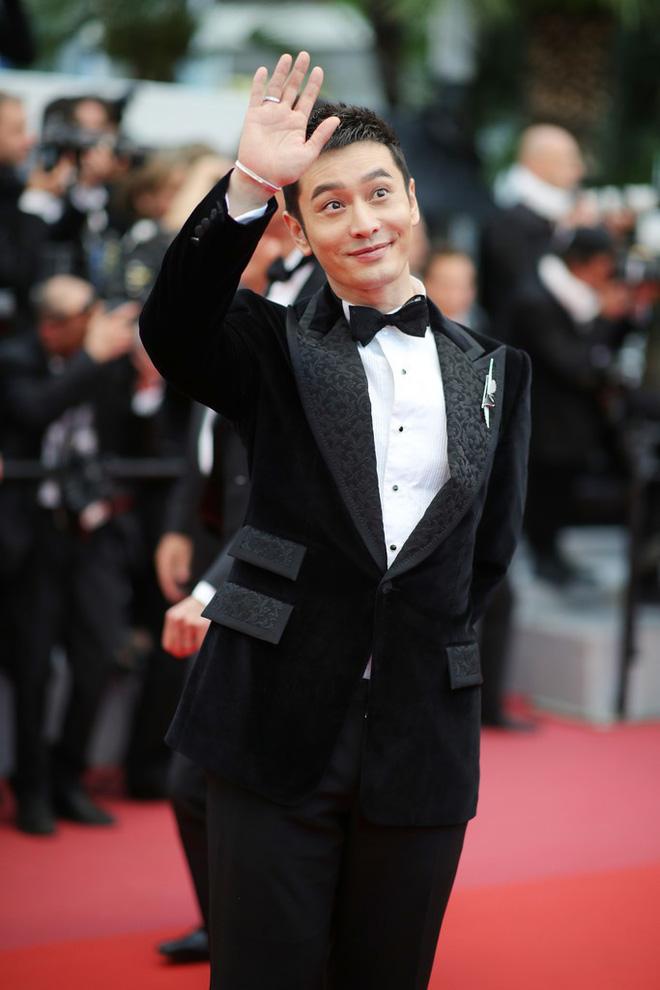 Thảm đỏ LHP Cannes: Huỳnh Hiểu Minh kém sắc, Yoo Ah In bảnh bao xuất hiện cùng dàn siêu mẫu xinh đẹp 3
