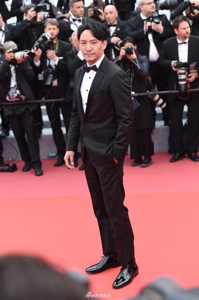 Thảm đỏ LHP Cannes: Huỳnh Hiểu Minh kém sắc, Yoo Ah In bảnh bao xuất hiện cùng dàn siêu mẫu xinh đẹp 21