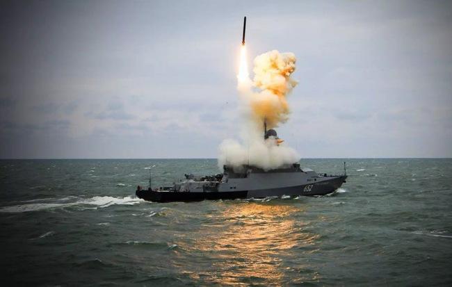 Hình ảnh Ông Putin: Tàu chiến Nga