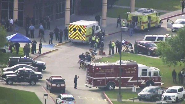 Mỹ: Nam sinh trung học xả súng trong trường, ít nhất 10 người chết 2