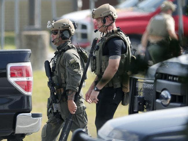 Mỹ: Nam sinh trung học xả súng trong trường, ít nhất 10 người chết 5