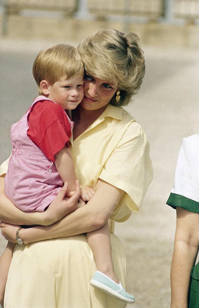 Hành trình trưởng thành của Hoàng tử Harry: Từ tay chơi đầy tai tiếng đến vị hoàng tử được ngàn người yêu mến, vạn cô gái ước ao 2