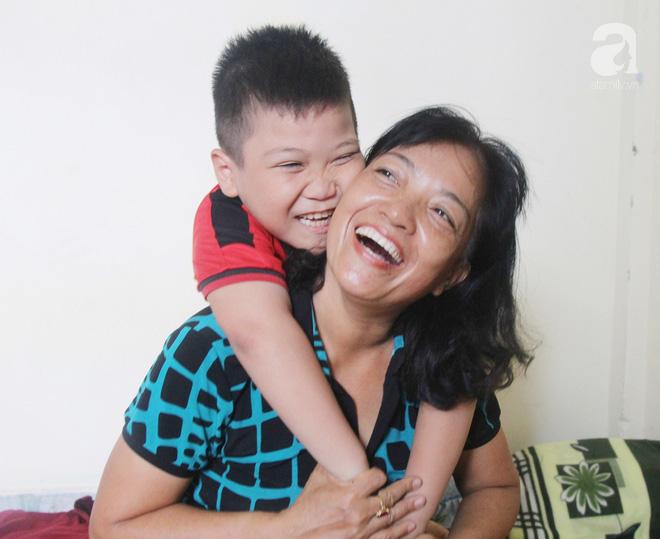 Vượt 1.000km từ Sài Gòn ra Huế để gặp lại con trai 8 tuổi mất tích, người mẹ vỡ òa hạnh phúc khi thấy con được bình an 1