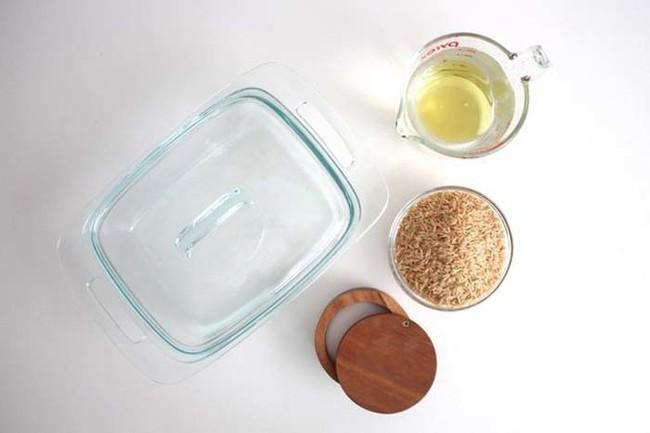 Không ai tin cơm có thể nấu bằng hộp thủy tinh cho đến khi bát cơm tơi xốp được dọn lên bàn 1