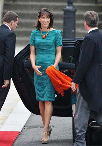 7 con số ấn tượng về đám cưới Hoàng gia Anh: Từ 3 viên kim cương trên nhẫn đính hôn cho tới chiếc váy cưới tiền tỷ 2