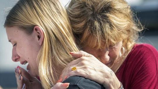 Mỹ: Nam sinh trung học xả súng trong trường, ít nhất 10 người chết 3