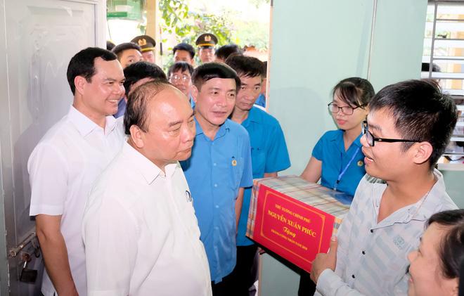 Thủ tướng thăm khu trọ của công nhân tại Hà Nam 6