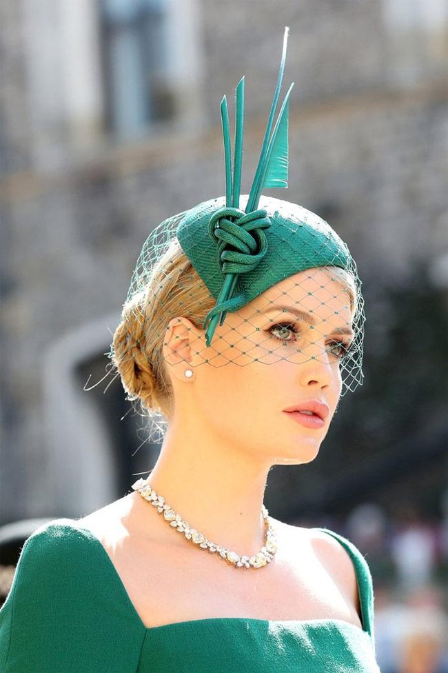 Cháu gái công nương Diana đẹp như tiên tại đám cưới hoàng gia 1