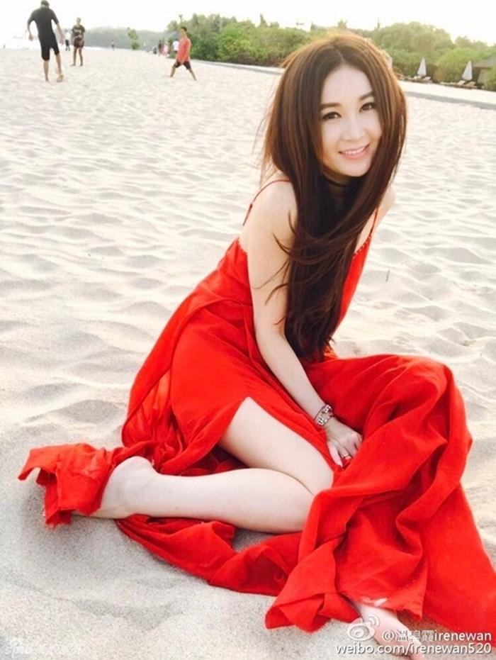 Phan Kim Liên - Ôn Bích Hà diện bikini khoe dáng ở tuổi 52 6