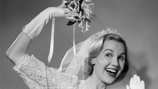 Lý do bó hoa cưới ra đời và vì sao hoa cưới thường có màu trắng: những sự thật từ buồn cười đến xúc động 1