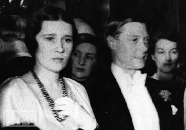 Edward VIII - vua nước Anh một đời phong lưu lại rơi vào lưới tình si, từ bỏ cả ngai vàng để cưới người phụ nữ Mỹ đã 2 'lần đò' 3