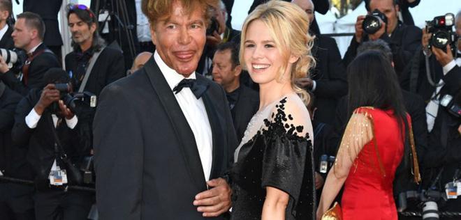 Minh tinh Pháp gây chú ý khi diện áo dài Việt trên thảm đỏ bế mạc LHP Cannes 4