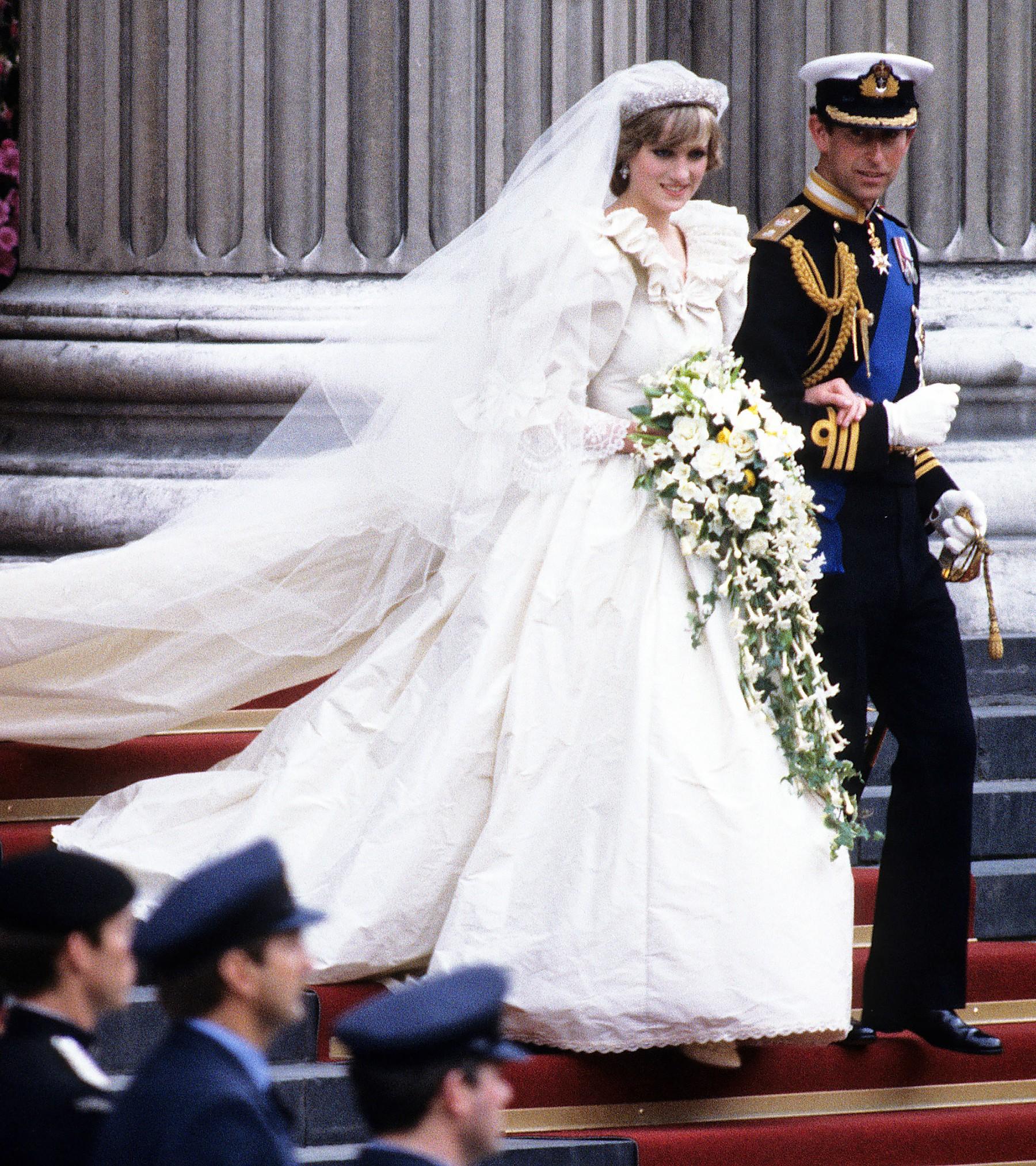Ít ai biết rắng váy cưới của Công nương Diana từng kém hoàn hảo vì lí do này 2
