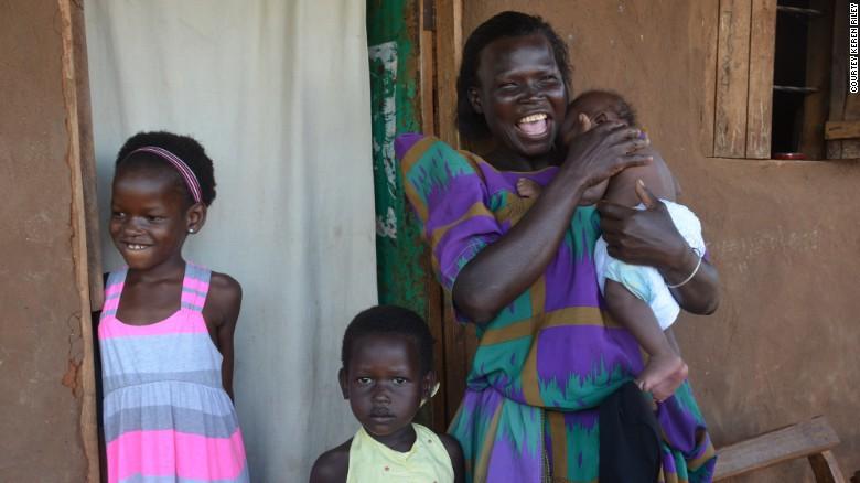 Nhận nuôi bé gái châu Phi, cặp vợ chồng không ngờ sau khi cô bé học tiếng Anh lại tiết lộ một sự thật quá khủng khiếp 6