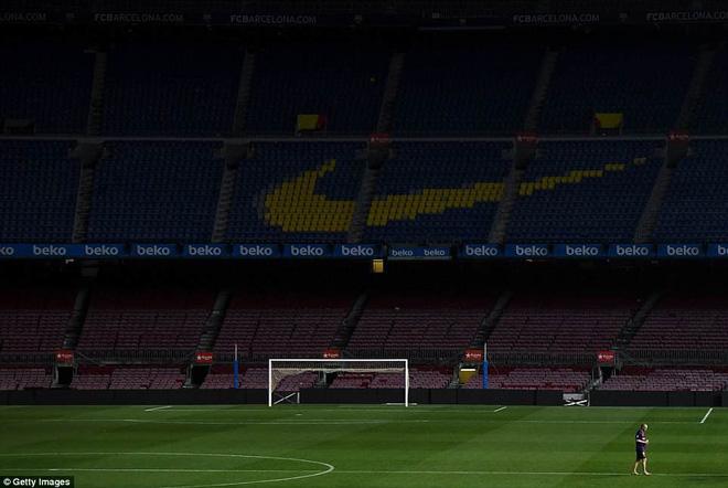 Khoảnh khắc Iniesta ngồi một mình ở Nou Camp lúc 1h sáng gây xúc động 5