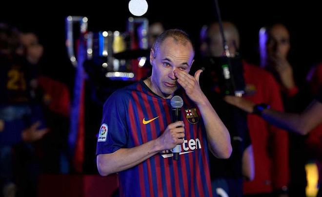 Khoảnh khắc Iniesta ngồi một mình ở Nou Camp lúc 1h sáng gây xúc động 6